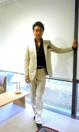 札幌楽屋で衣装つけて.jpg